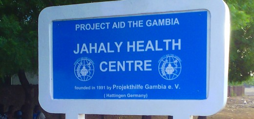 Sign-board-Jahaly-Health-Centre-Buschklinik-3