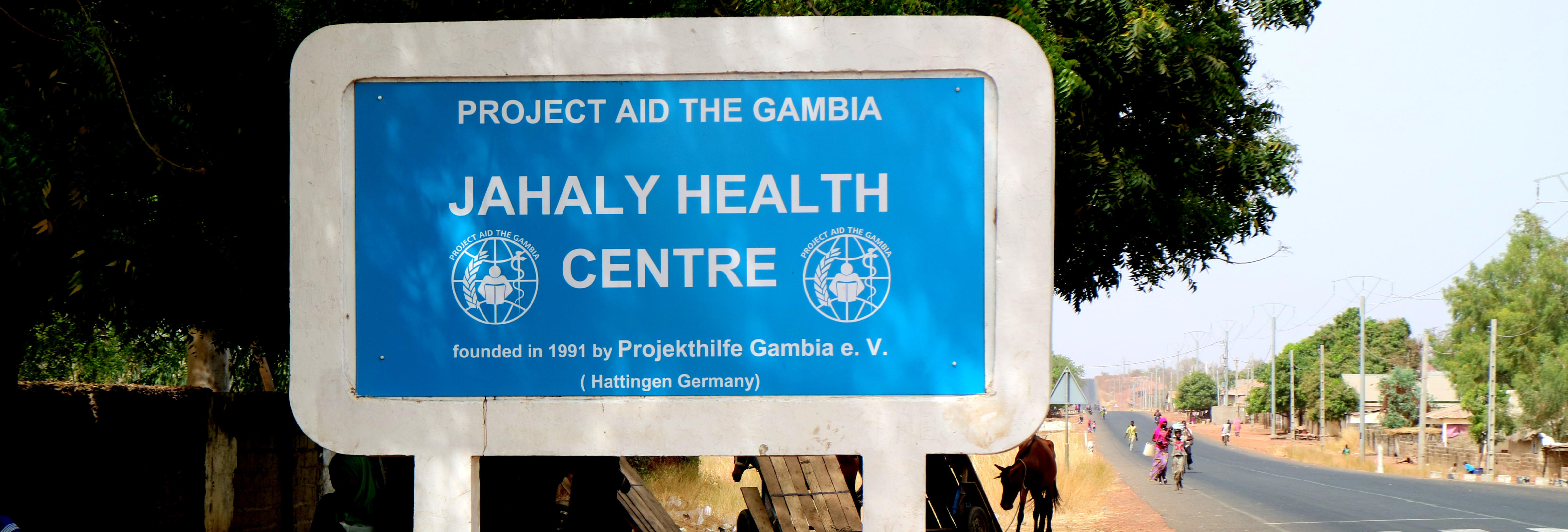 Sign-board-Jahaly-Health-Centre-Buschklinik-4